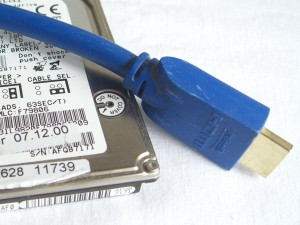 HDD und HDMI-Kabel