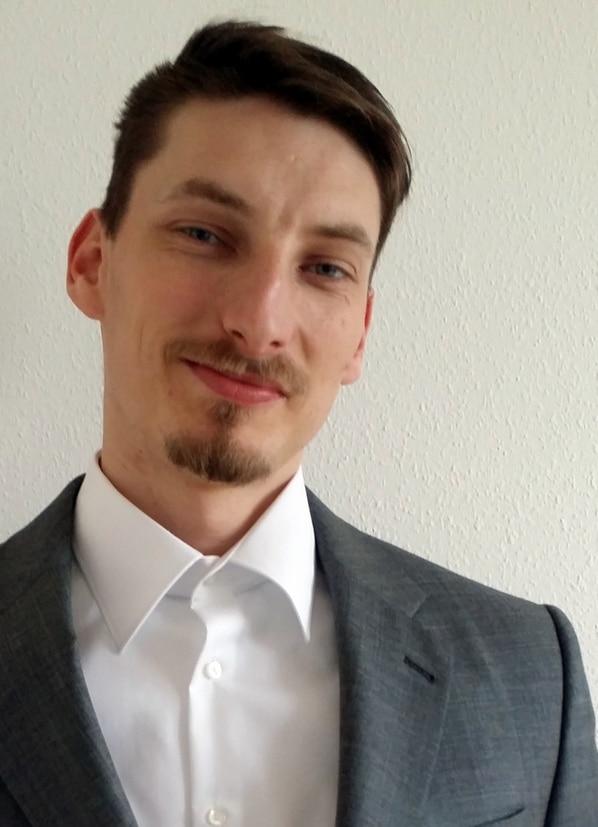rene-schroeter-passbild