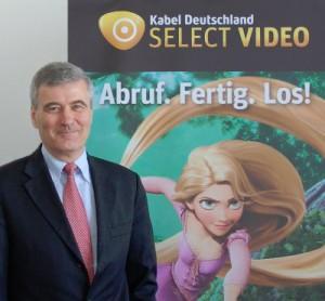 Dr. Adrian v. Hammerstein, Vorsitzender des Vorstands der Kabel Deutschland Holding AG, präsentiert das neue Video-on-Demand-Product SELECT VIDEO.