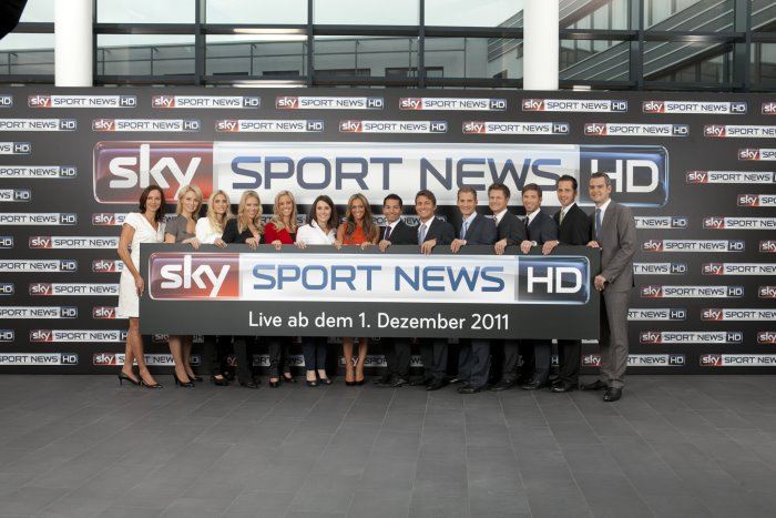 gruppenfoto moderatoren sky sport news hd mit logo der kabel blog. Black Bedroom Furniture Sets. Home Design Ideas