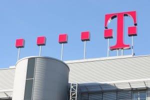 Logo der Telekom auf dem Dach