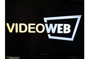 VideoWeb TV Logo auf TV-Bildschirm (Screenshot)