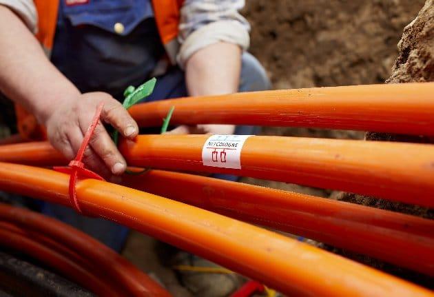Durch die sogenannten Microtube Cables werden die Glasfasern von den Technikräumen bis in die Häuser der Kunden geführt. | Foto: NetCologne