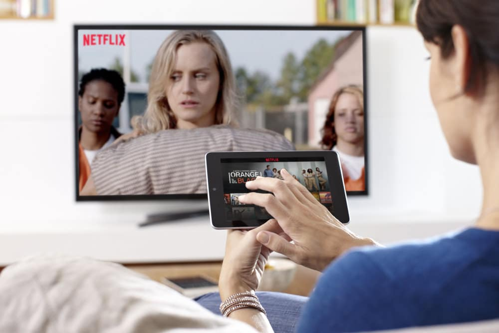 "Serie ""Orange Is The New Black"" auf Fernseher und Tablet 